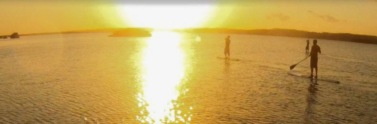Stand Up paddle praia da Pipa escola de SUP e albergue SUP Brasil paraíso tropical